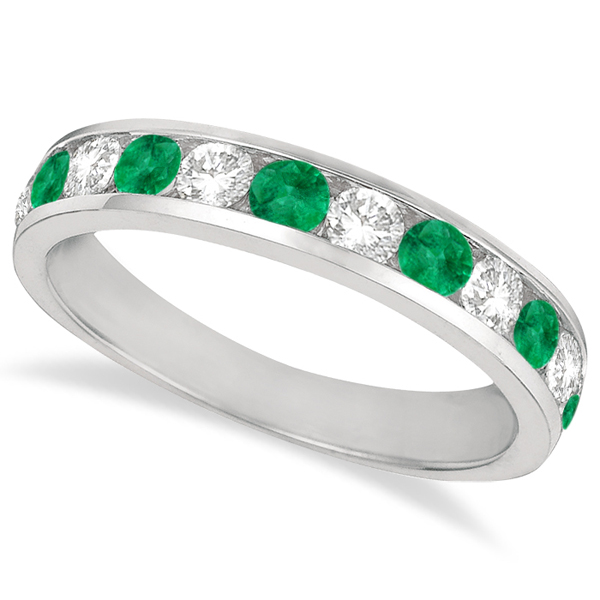 Stun the Prized One With An Emerald And Diamond Ring