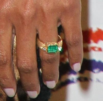 Halle Berry S Emerald Engagement Ring Allurez Jewelry Blog