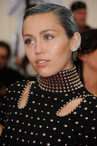 Miley-Cirus_oggetto_editoriale_720x600