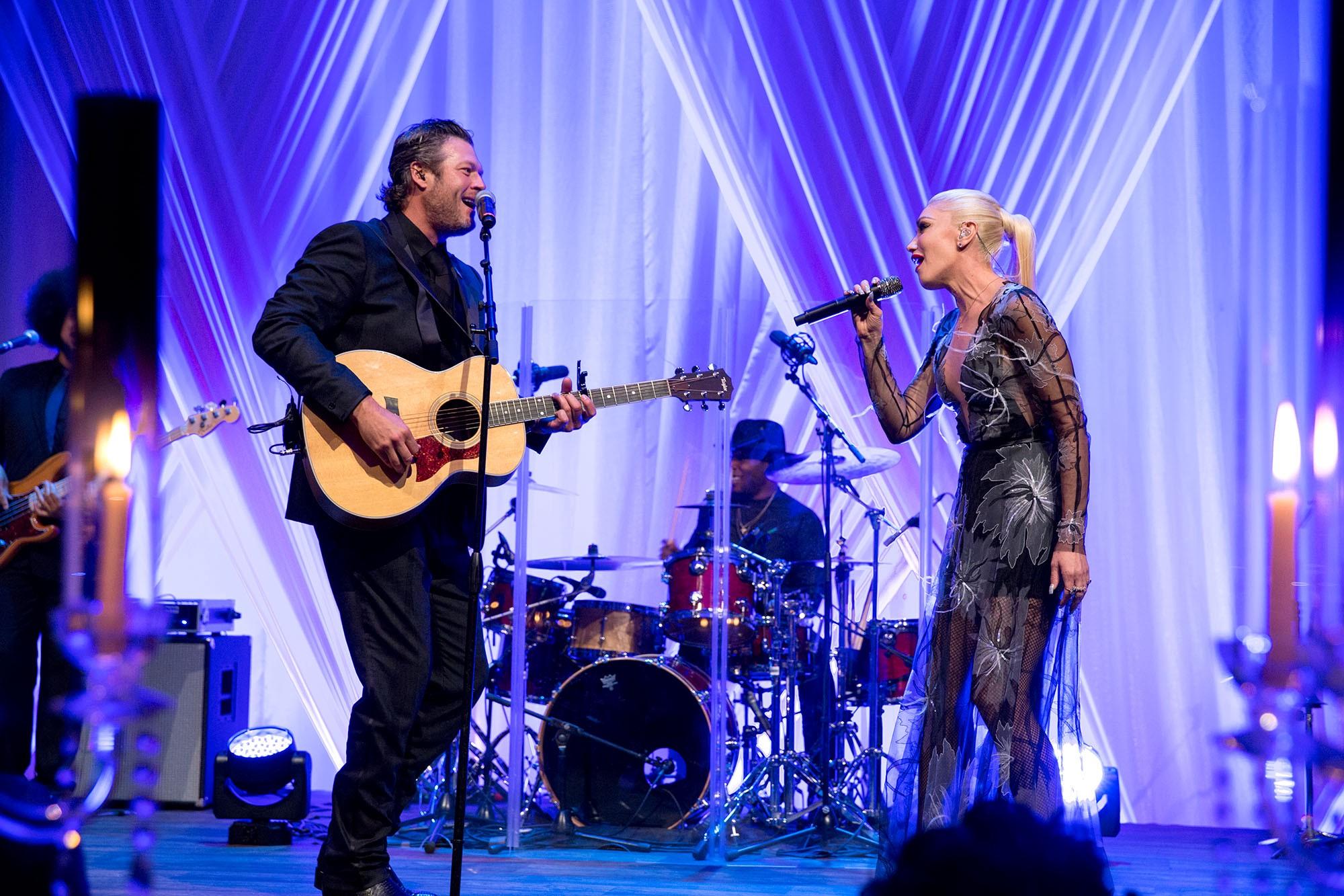 Blake Shelton and Gwen Stefani performing together. Photo: Wikimedia Commons.
