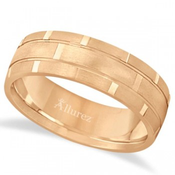 Contemporary Carved Mens Unique Wedding Ring 18k Rose Gold (6mm) Express yourself to the one you love through this carved wedding band for men. Crafted in 18kt rose gold metal with a satin finish, this carved ring features small vertical grooves along the center. This band is a comfort fit, which means it has rounded inside edges, giving you that style you crave without having to sacrifice comfort.Wear this gents band as a right hand fashion ring or anniversary ring.